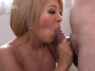 Asian Gal Gripping Blow and Hand job